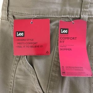 NWT Women's Lee Capris